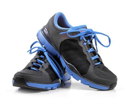 mujeres corriendo: par de zapatillas de deporte aislado en el fondo blanco