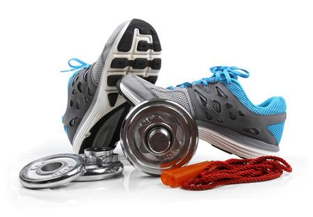 fitnes: Sprzęt fitness na białym tle