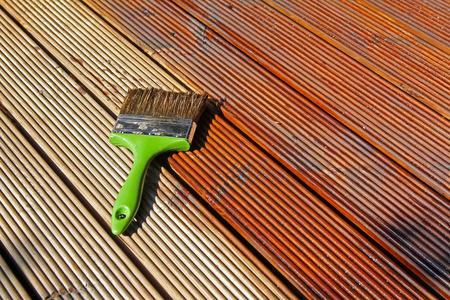 patio deck: pittura ponte patio in legno con olio protettivo