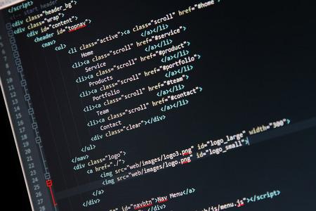 웹 사이트 개발 - 컴퓨터 화면에 코드를 프로그래밍 스톡 콘텐츠