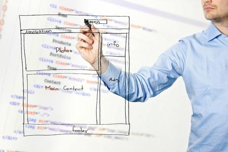 Web-Designer Zeichnung Website-Entwicklung Drahtmodell Im Büro ...