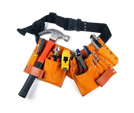herramientas de construccion: cintur�n de herramientas con las varias herramientas aisladas en blanco Foto de archivo