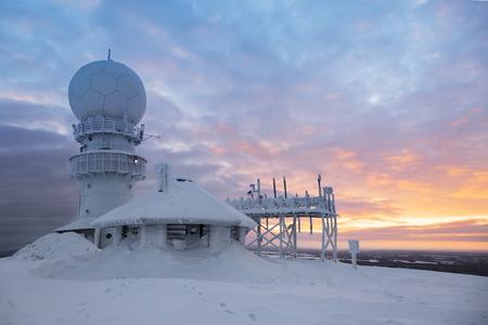 the weather: El tiempo estación de radar en la parte superior de la montaña - Finlandia, Luosto