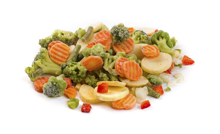 mezcla de verduras congeladas aislado en blanco Foto de archivo