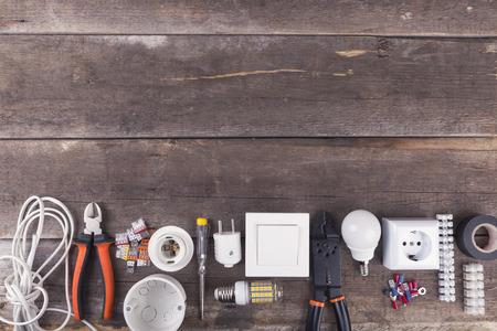 elektronarzędzia i sprzęt na drewnianym tle z miejsca kopiowania Zdjęcie Seryjne