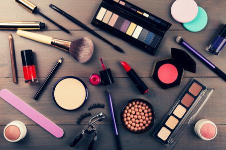 top view of makeup cosmetics set Foto de archivo