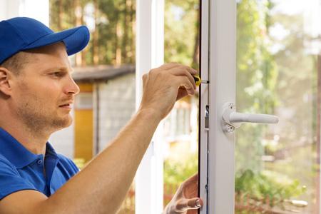 プラスチック窓のインストールとメンテナンス サービス 写真素材