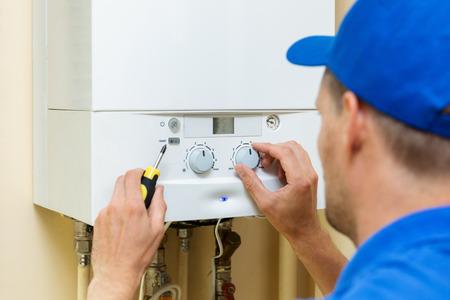 ワーカーが自宅ボイラー中央ガスを設定