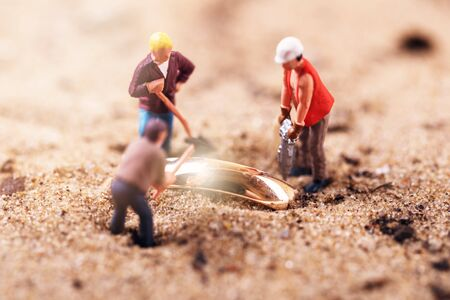 gold digging treasure search Stockfoto