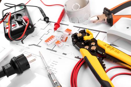 Narzędzia elektryczne i sprzęt na schemacie obwodu domu Zdjęcie Seryjne