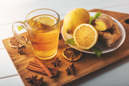 hot ginger tea with lemon. flu cold season drink Standard-Bild