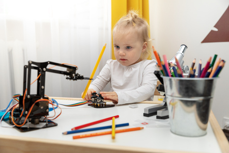 robotics - child playing with robot arm Imagens