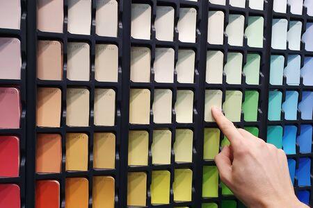 paint color selection from swatch palette Foto de archivo - 134610082