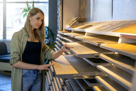 designer choosing materials from samples at interior design shop Standard-Bild