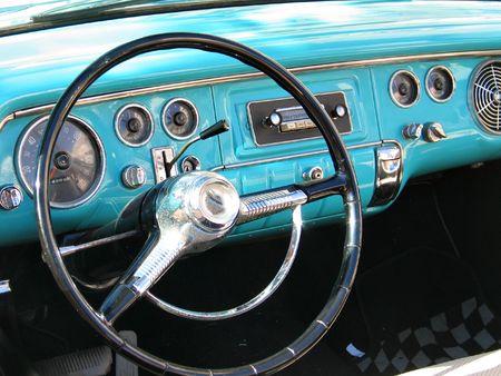 Old classic American car dashboard Standard-Bild