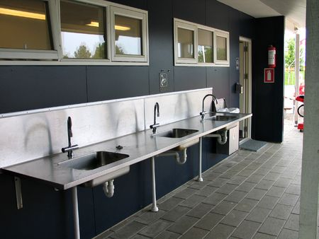 Public drinking, washing and cleaning facility in a camping site Standard-Bild