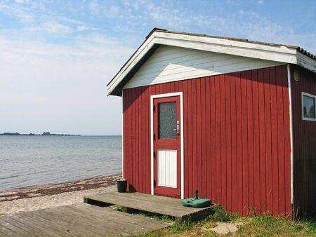 tuinhuis: Kleine mooie rode zomerresidentie van de zee