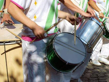 janeiro: Samba carnival parade musicians play drums  Stock Photo