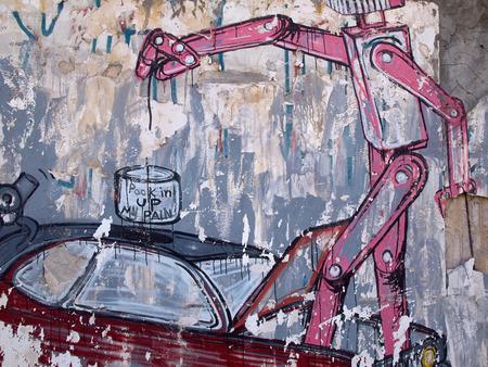 Creatieve grappige graffiti van een robot op een muur van het oude gebouw