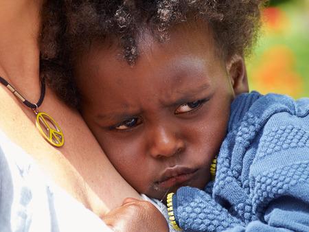 ojos llorando: Adorable negro triste llanto del beb� con mal humor