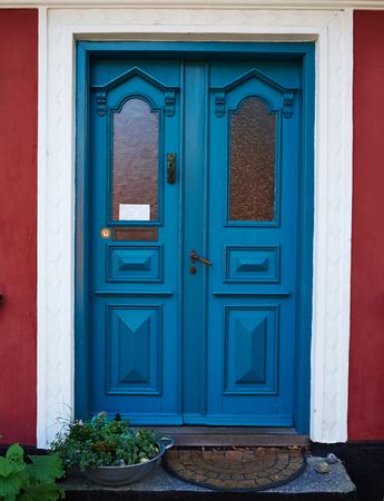 artisanat traditionnel coloré cru porte bleue bois Danemark