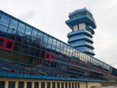 Tour de contrôle de transport aérien moderne dans un aéroport Banque d'images