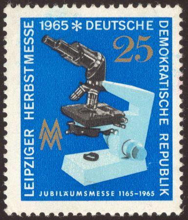 researches: Il francobollo digitalizzato. Francobollo tedesco. Microscopio in laboratorio. Ricerche biologiche.