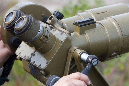 supervisi�n: Imagen de alta resoluci�n. Gafas de campo militares, para la supervisi�n sobre los objetos lejanos. Foto de archivo