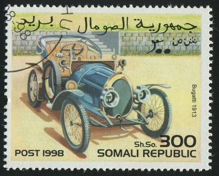 somali: SOMAL�ES - CIRCA 1998: sello impreso por somal�es, coche retro de espect�culos, alrededor del a�o 1998.