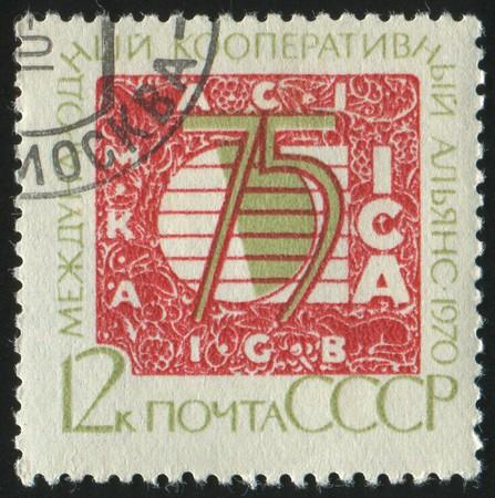 cooperativa: RUSSIA - CIRCA 1970: sello impreso por Rusia, la Alianza Cooperativa Internacional de espect�culos, alrededor de 1970.