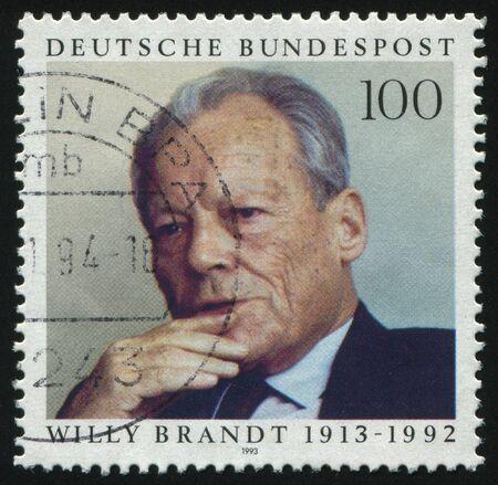 statesman: Germania - CIRCA 1993: timbro stampato dalla Germania, mostra Willy Brandt statista, circa 1993.