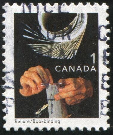 handiwork: Canad� - alrededor del a�o 1999: sello impreso por Canad�, muestra la obra, alrededor del a�o 1999