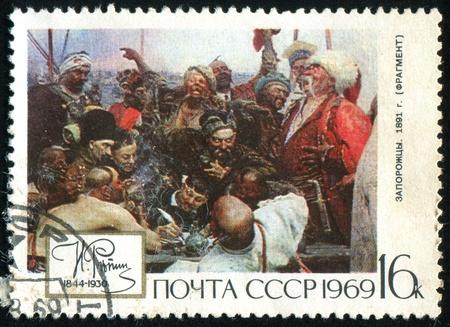 the cossacks: Rusia - alrededor de 1969: Sello impreso por Rusia, muestra los cosacos Dni�per, por Repin, alrededor de 1969.