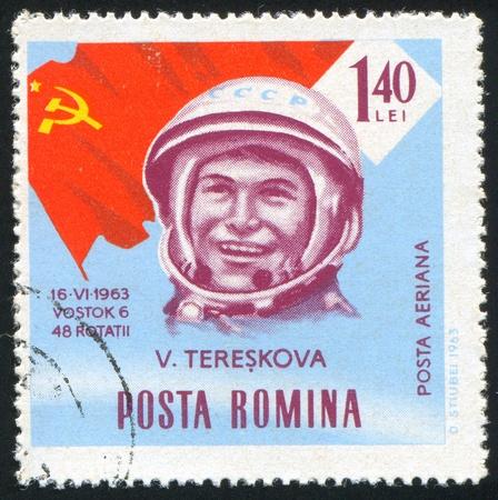 tereshkova: ROMANIA - CIRCA 1963: timbro stampato dalla Romania, spettacolo astronauta, Valentina Tereshkova, circa 1963.