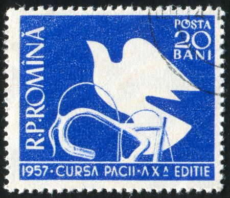 handle bars: RUMANIA - CIRCA 1957: sello impreso por Rumania, muestra Bares Dove y Mango, alrededor de 1957 Foto de archivo