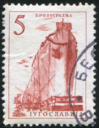construction navale: YOUGOSLAVIE - CIRCA 1958: timbre imprim� par la Yougoslavie, montre la construction navale, circa 1958 Banque d'images