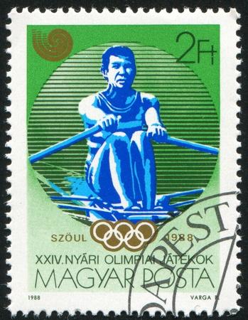 deportes olimpicos: Hungría - CIRCA 1988: sello impreso por Hungría, muestra los deportes de remo, alrededor del año 1988