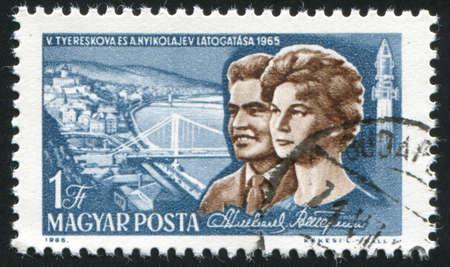 tereshkova: Ungheria - CIRCA 1965: timbro stampato da Ungheria, mostra Nikolayev, Tereshkova e Vista di Budapest, circa 1965 Editoriali