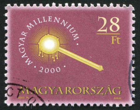 cetro: HUNGR�A CIRCA 2000: sello impreso por Hungr�a, muestra el cetro Coronaci�n, alrededor de 2002