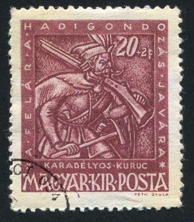 mosquetero: Hungr�a - CIRCA 1943: sello impreso por Hungr�a, muestra mosquetero, alrededor del a�o 1943 Foto de archivo