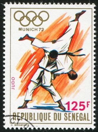 deportes olimpicos: SENEGAL - CIRCA 1972: sello impreso por el Senegal, muestra de Judo, alrededor del año 1972