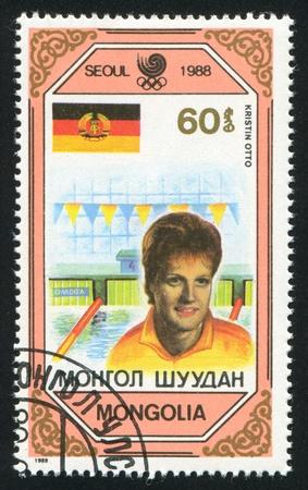 piscina olimpica: MONGOLIA - CIRCA 1989: sello impreso por Mongolia, muestra Kristin Otto, Alemania del Este, alrededor del año 1989