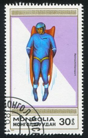 luge: MONGOLIA - CIRCA 1989: timbro stampato dalla Mongolia, mostra slittino, circa 1989