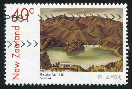 NEW ZEALAND - CIRCA 1999: stamp printed by New Zealand, shows The Lake, Tuai, by Doris Lusk, circa 1999 Reklamní fotografie