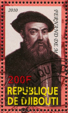 discoverer: DJIBOUTI - alrededor de 2010: sello impreso por Djibouti, muestra el explorador, Fernando de Magallanes, alrededor del a�o 2010