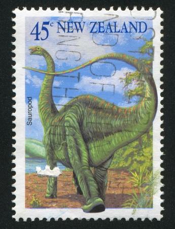 sauropod: NUEVA ZELANDA - CIRCA 1993: sello impreso por Nueva Zelanda, muestra saur�podo, alrededor del a�o 1993