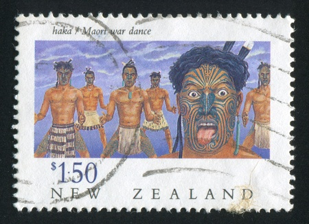 maories: NUEVA ZELANDA - CIRCA 1990: sello impreso por Nueva Zelanda, muestra la danza de guerra Maor�, alrededor de 1990