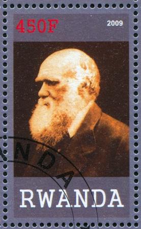 descubridor: RUANDA - CIRCA 2009: sello impreso por Ruanda, muestra Charles Robert Darwin, gran cient�fico, alrededor del a�o 2009
