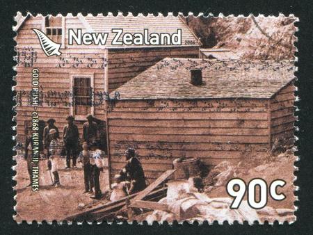 mineros: NUEVA ZELANDA - CIRCA 2006: sello impreso por Nueva Zelanda, Nueva Zelanda muestra Mineros de Oro Rush Kuranui Creek, 2006 circa