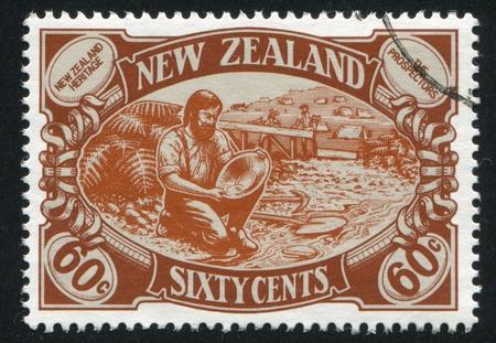 prospector: NUEVA ZELANDA - CIRCA 1989: sello impreso por Nueva Zelanda, Nueva Zelanda muestra del Patrimonio, los prospectores, alrededor del año 1989
